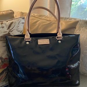 KATE SPADE BLK PATENT LEATHER TOTE W/ MATCH WALLET